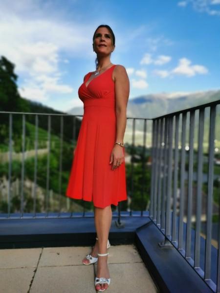 Flygirl Kleid mit V-Ausschnitt vorne und hinten