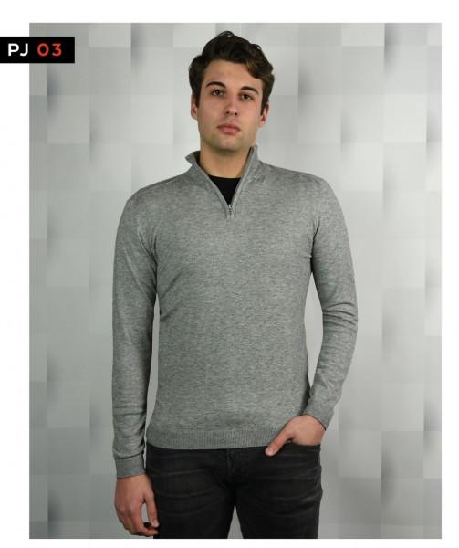 Hoch geschnittener Pullover